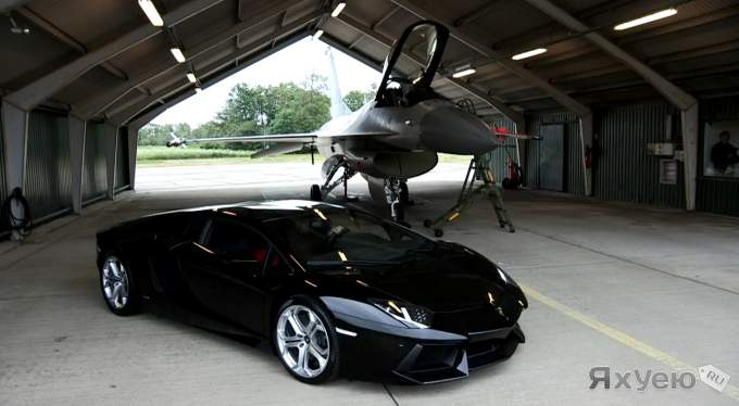 Lamborghini Aventador против F16 Fighting Falcon.